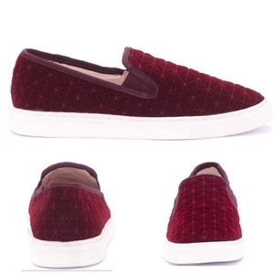🌿 Vince Camuto Wine Red Quilted Velvet Slippers